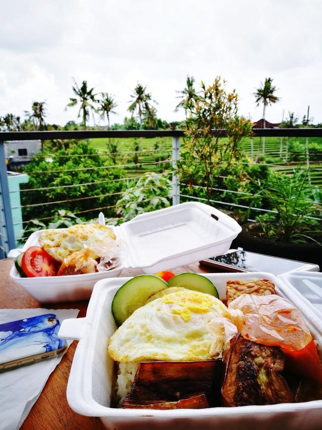 hostel breakfast.jpg