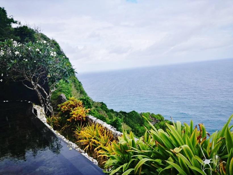 bvlgari resort-edge.jpg