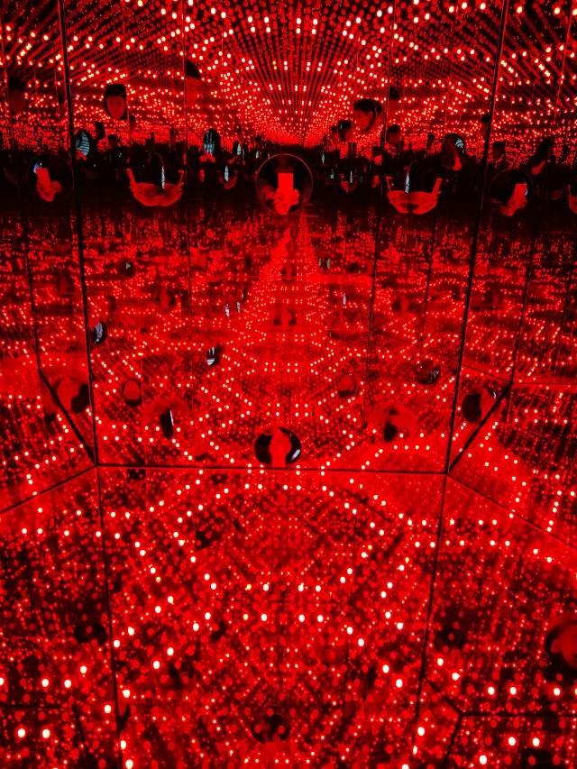 red lightings.jpg