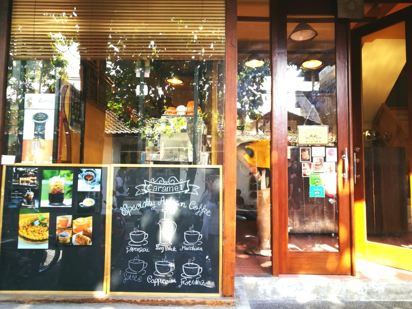 cafe caramel-entrance